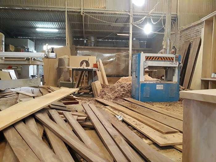 gỗ óc chó tại xưởng hoàng hải