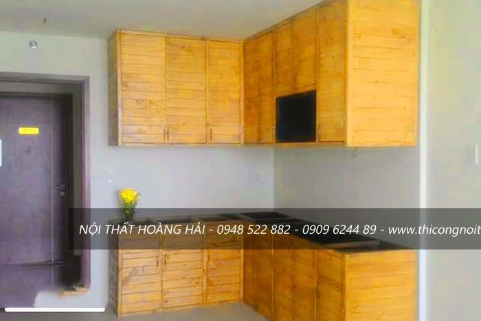 tủ bếp gỗ thông ghép
