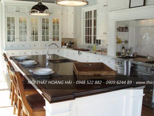 Tủ bếp bằng gỗ óc chó đẹp lung linh