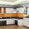 Tủ bếp veneer màu trắng sang trọng kết hợp với gam màu xám đen
