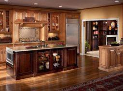 Mẫu tủ bếp gỗ sồi Mỹ màu trầm có bàn đảo cực đẹp