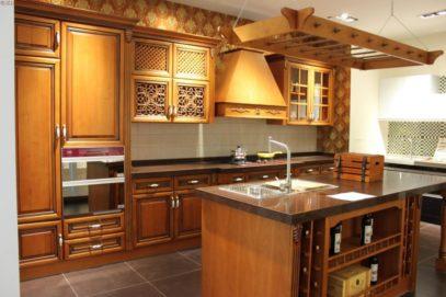 Mẫu tủ bếp gỗ sồi mỹ mang phong cách châu Âu