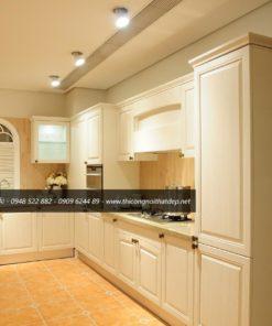Tủ bếp kiểu dáng thanh lịch, nhẹ nhàng khiến không gian thoải mái hơn