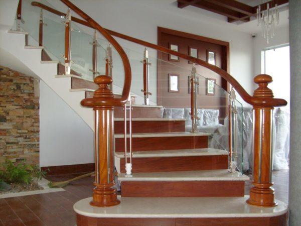 sàn gỗ cho cầu thang
