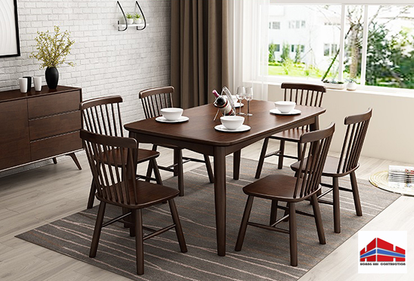 bàn ghế gỗ có màu sắc quyến rũ
